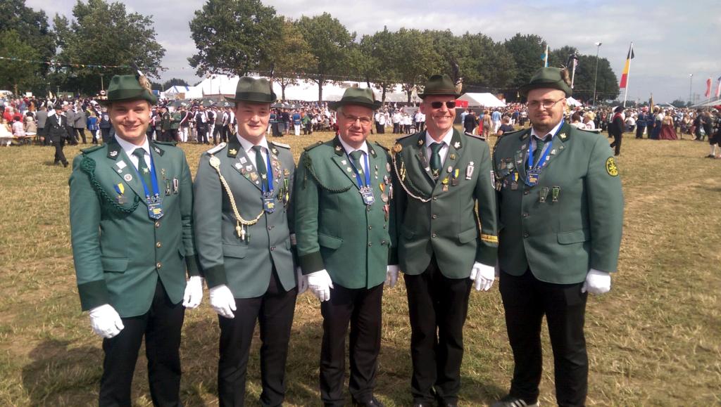 Die startberechtigten Schützen (von links:) Leon Schumann, Steffen Rose, Dieter Legge, Reinhard Pape, Marius Pfeiffer.